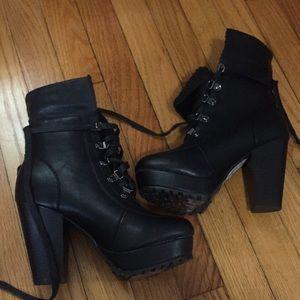 Woman's Sz 7 Faux Fur Boots